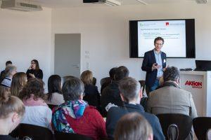 Foto: Bastian Pelka bei einem Vortrag bei der Aktion Mensch